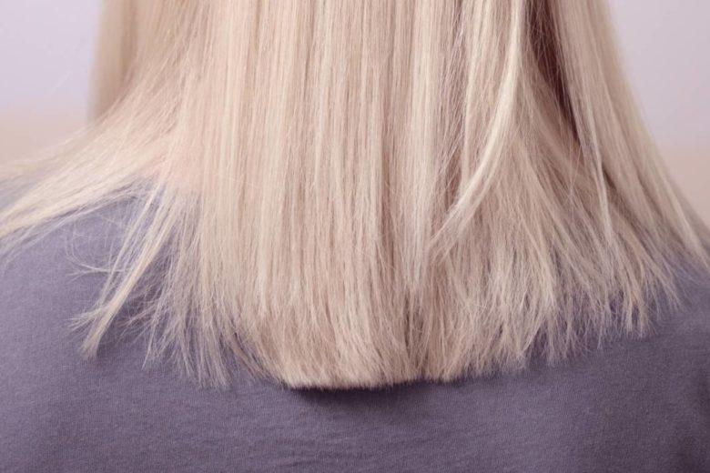 Lissage avec un fer à lisser pour des cheveux lisses