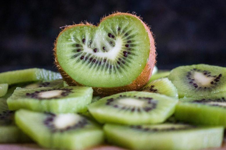 Masque visage kiwi pour les peaux grasses