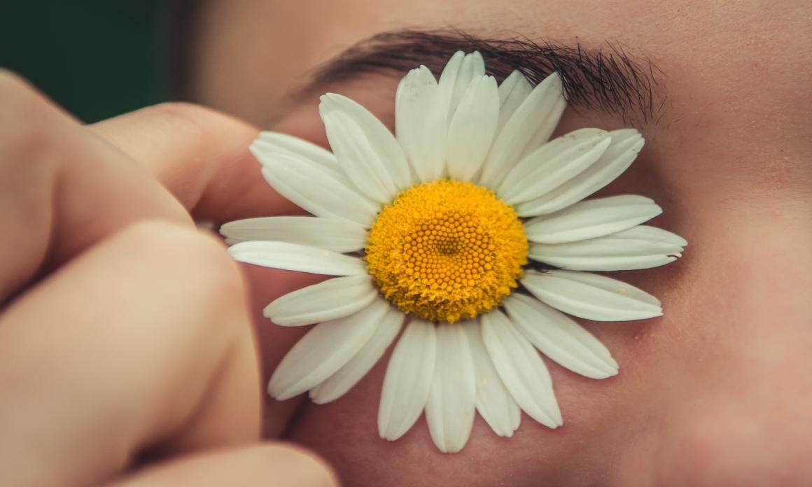 Hydrolat pour yeux irrités ou fatigués : Les eaux florales apaisantes