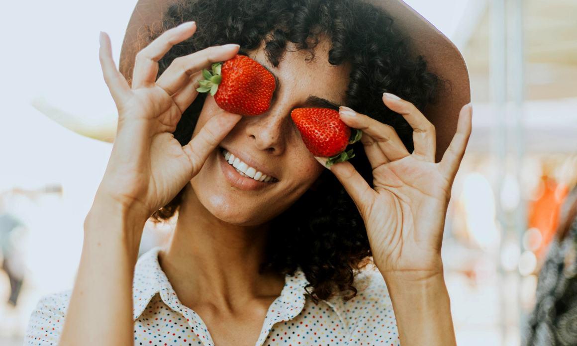 Masque visage à la fraise : Recettes pour peaux grasses