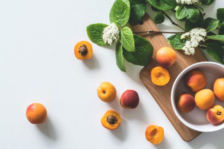 Gommage maison au noyau d'abricot pour les peaux ternes