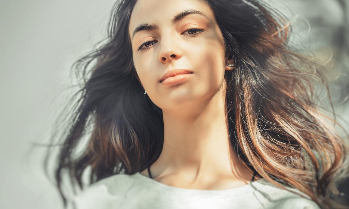 Masque capillaire à l'argile rouge : Recette maison pour tous les types de cheveux