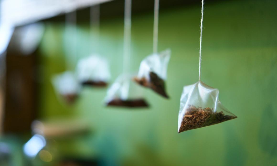 Comment bien utiliser le sachet de thé pour dégonfler les yeux