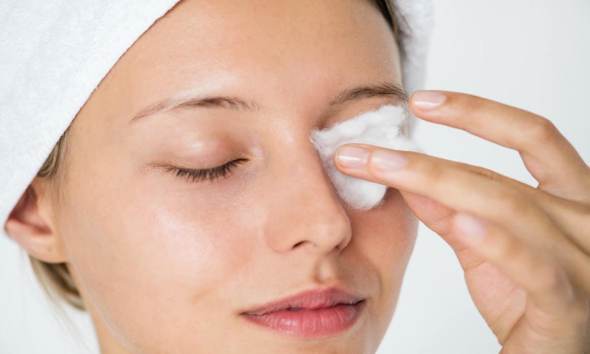 Démaquillant yeux waterproof bio : Les cosmétiques naturels pour éliminer le maquillage tenace