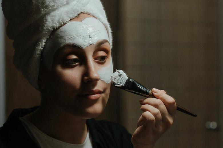 Masque visage maison à l'argile blanche