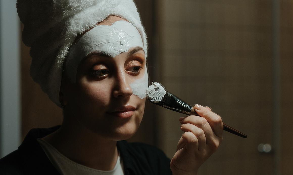 Masque visage à l'argile blanche : Soin adoucissant pour les peaux sèches et déshydratées, même sensibles