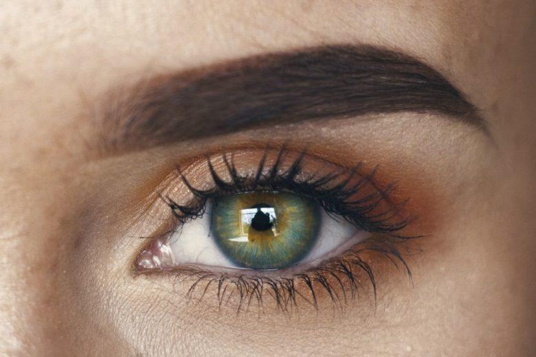 Mise en beauté des sourcils