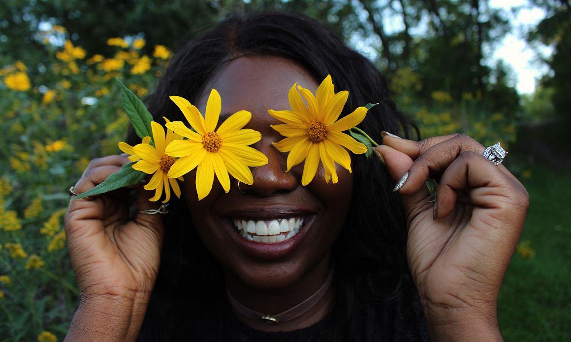 Huile contour des yeux : Les meilleures huiles végétales contre les rides, les cernes et les poches