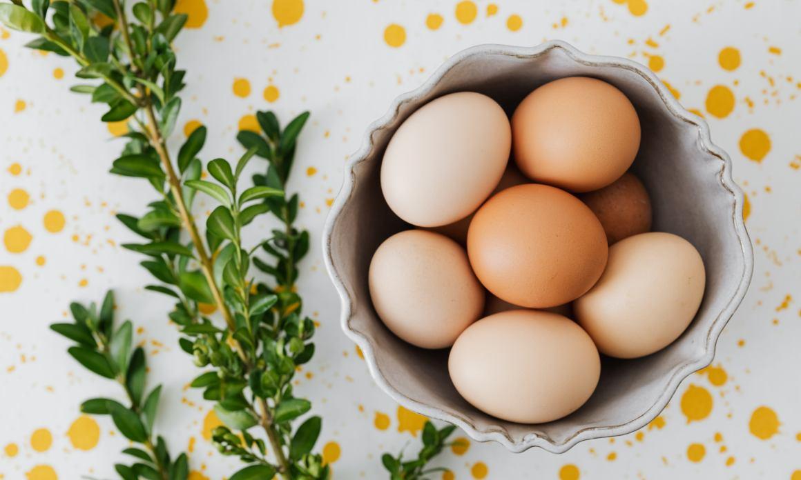 Masque capillaire aux œufs : Soin gainant, fortifiant et réparateur pour les cheveux mous et fatigués