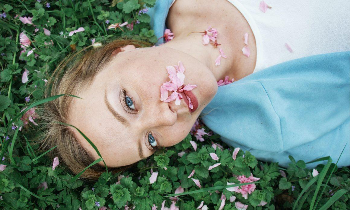 Eau florale anti-pollution : Les hydrolats antioxydants pour neutraliser les radicaux libres